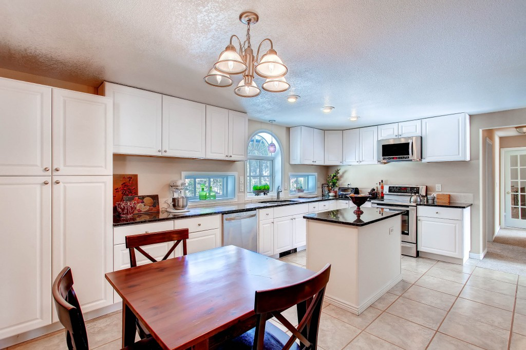 13965 Woodmoor West Drive-print-008-Kitchen-2700x1798-300dpi