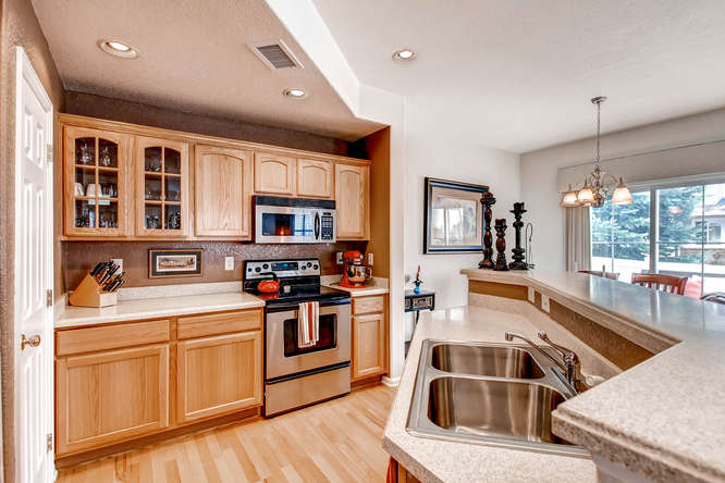 232 Whitehaven Circle-small-012-12-Kitchen-666x444-72dpi