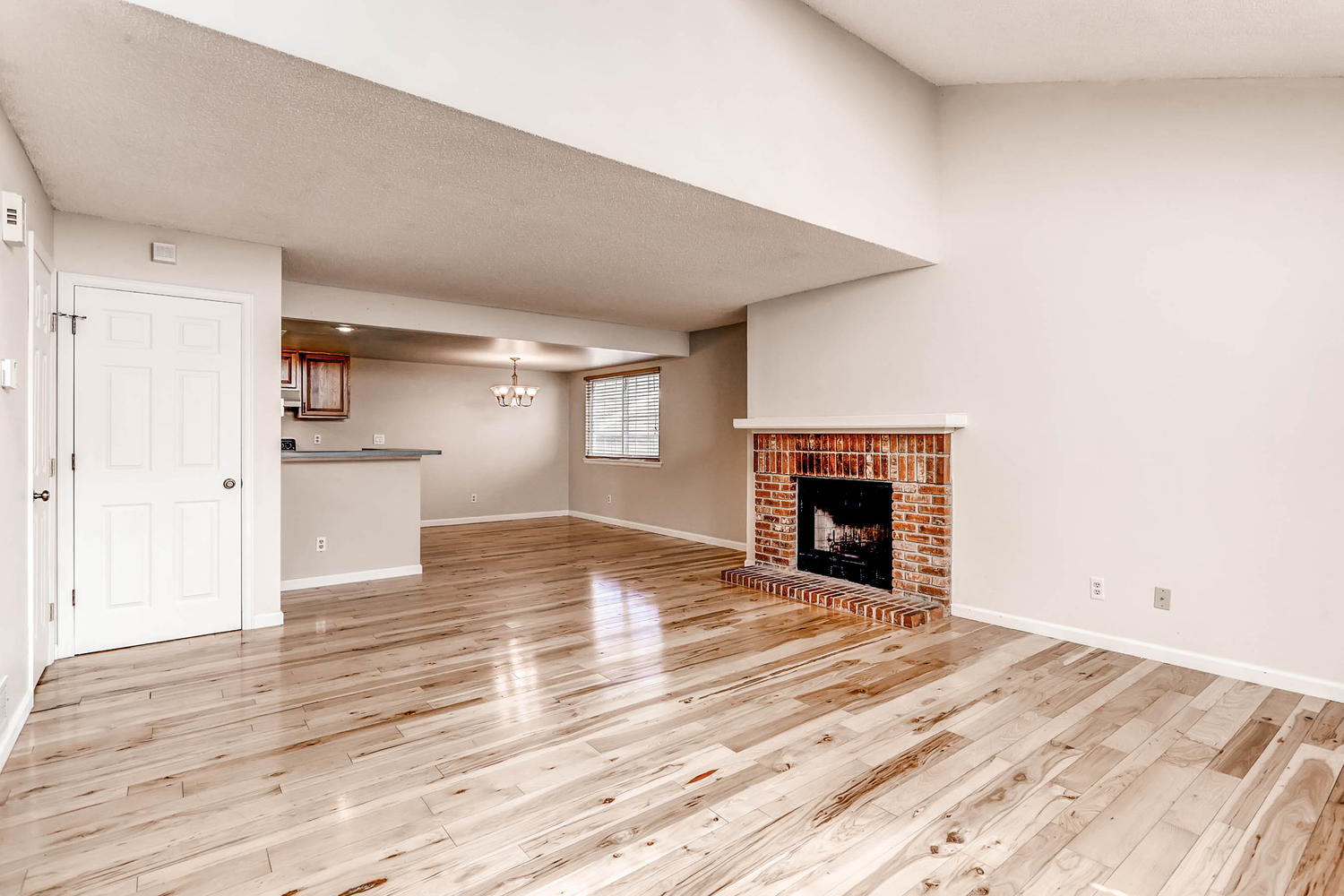 1834 S Pitkin Cir 34 Aurora CO-large-005-1-Living Room-1500x1000-72dpi