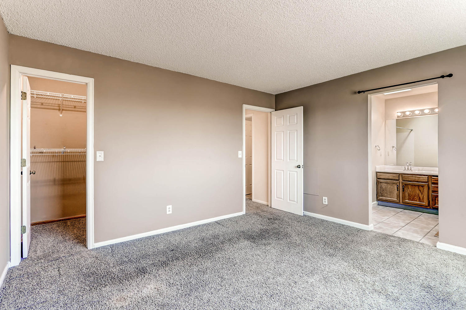 1834 S Pitkin Cir 34 Aurora CO-large-020-17-2nd Floor Master Bedroom-1500x1000-72dpi