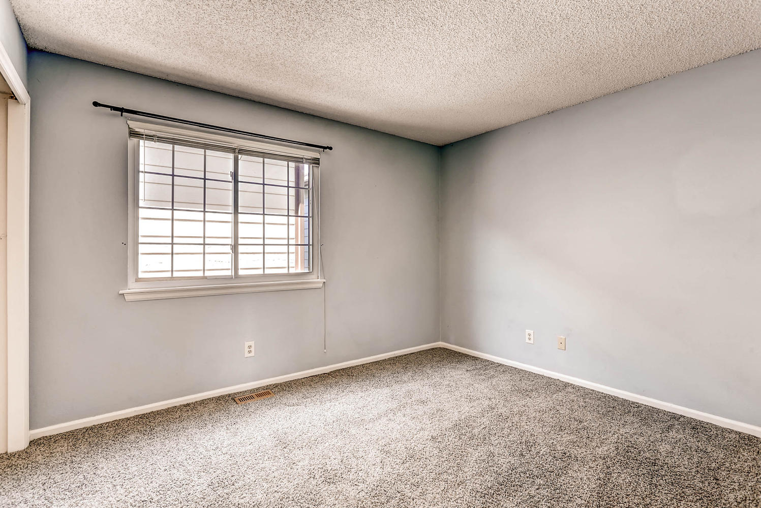 1834 S Pitkin Cir 34 Aurora CO-large-022-20-2nd Floor Bedroom-1497x1000-72dpi