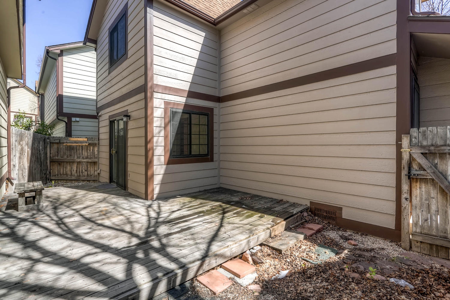 1834 S Pitkin Cir 34 Aurora CO-large-028-24-Back Yard-1500x1000-72dpi