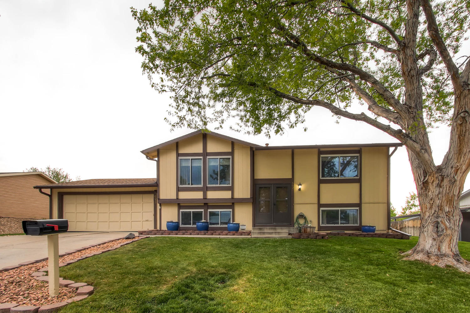 6637 Ingalls Ct Arvada CO-large-002-11-Exterior Front-1500x1000-72dpi
