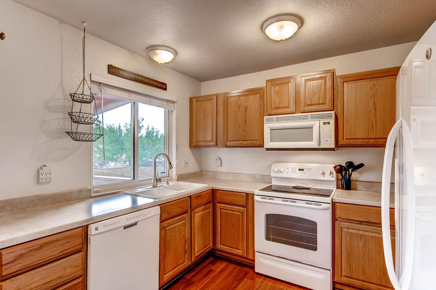 6637 Ingalls Ct Arvada CO-large-009-18-Kitchen-1500x1000-72dpi