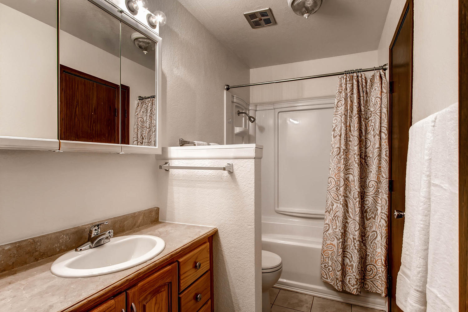 6637 Ingalls Ct Arvada CO-large-015-6-Bathroom-1500x1000-72dpi