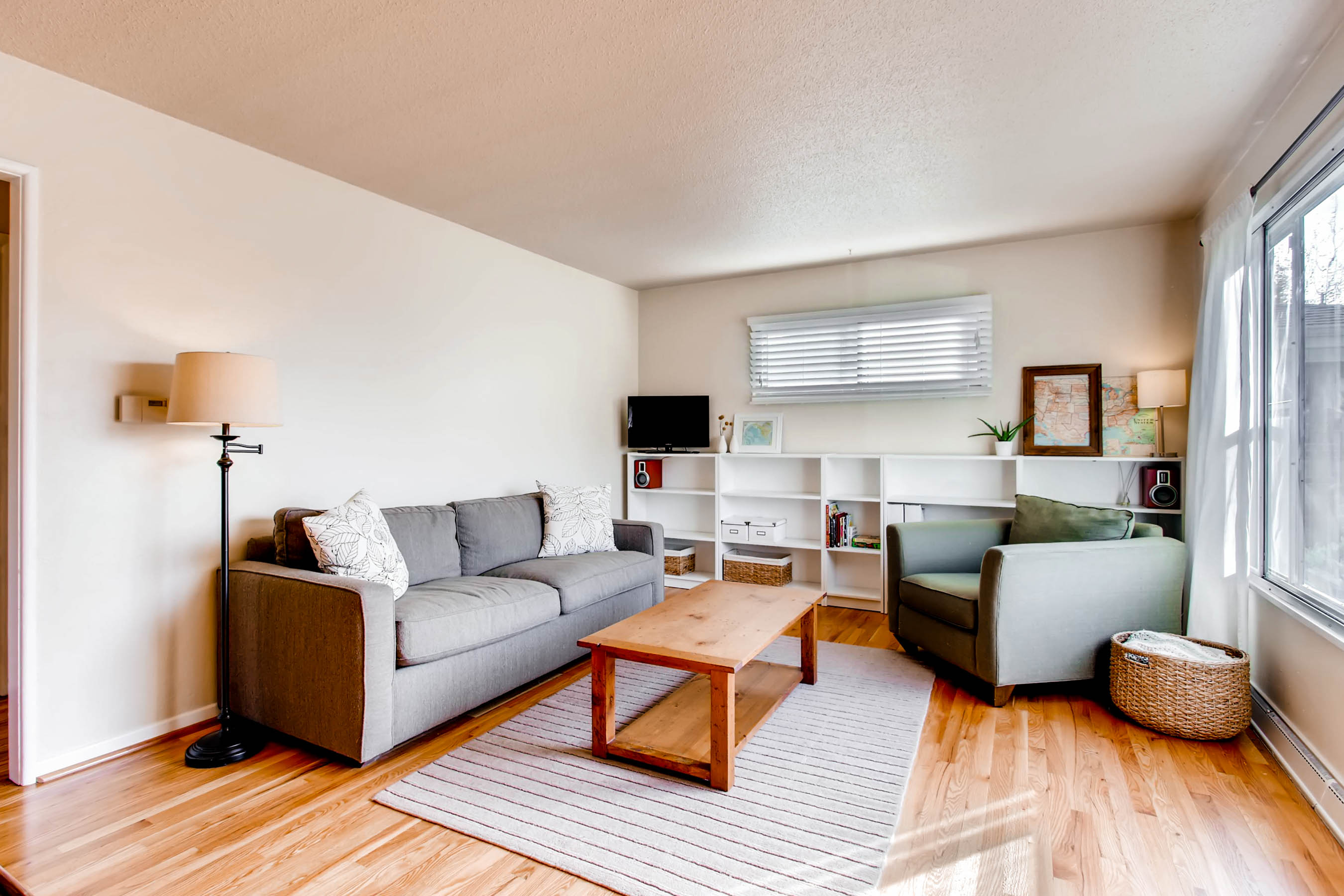 2506-12th-avenue-ct-greeley-co-print-006-5-living-room-2700x1800-300dpi