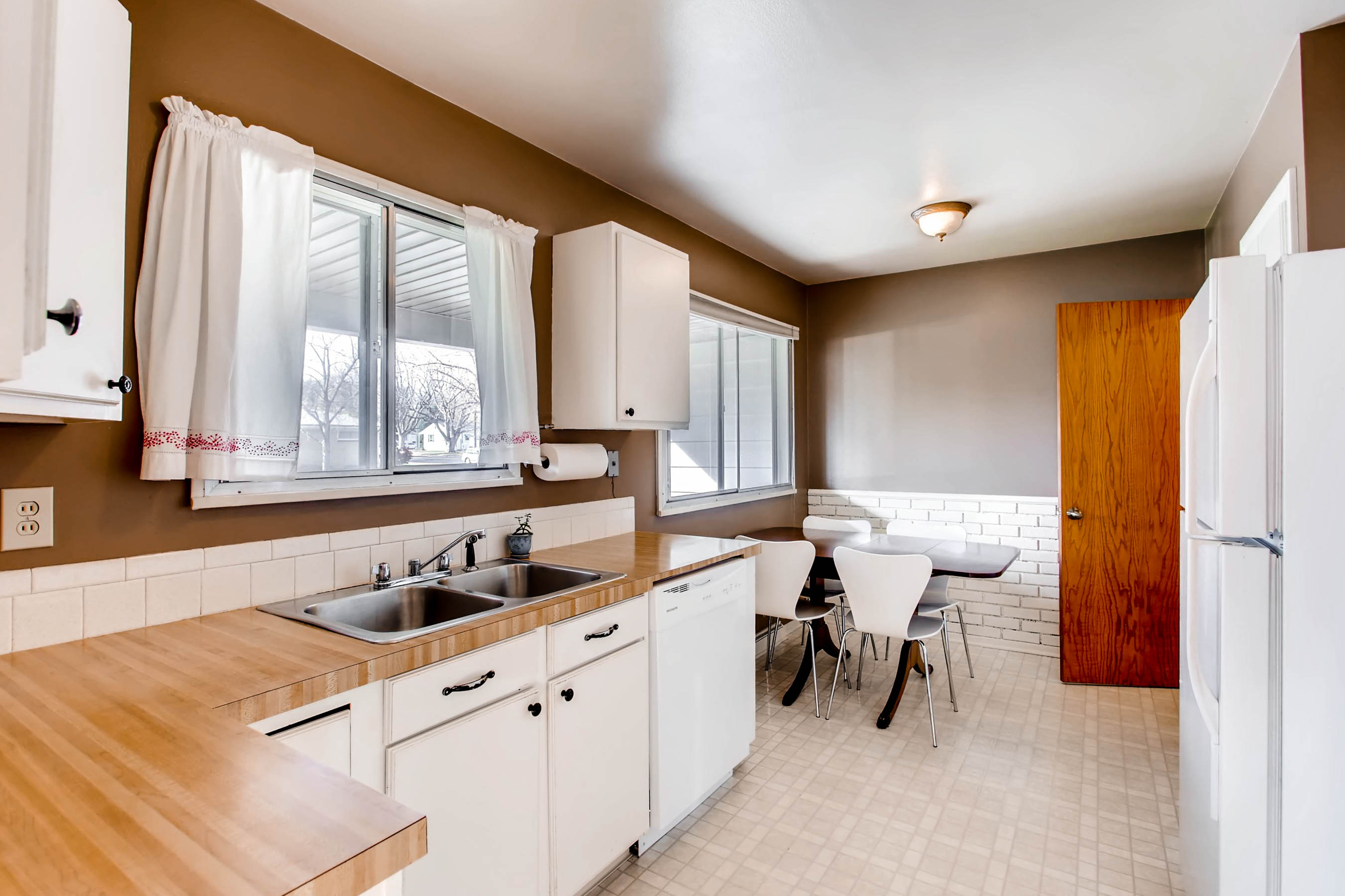 2506-12th-avenue-ct-greeley-co-print-015-13-kitchen-2700x1800-300dpi
